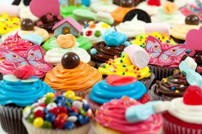 Cupcakes de diversos colores y sabores