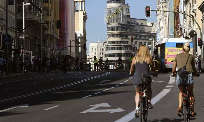 ciclistas por la vía