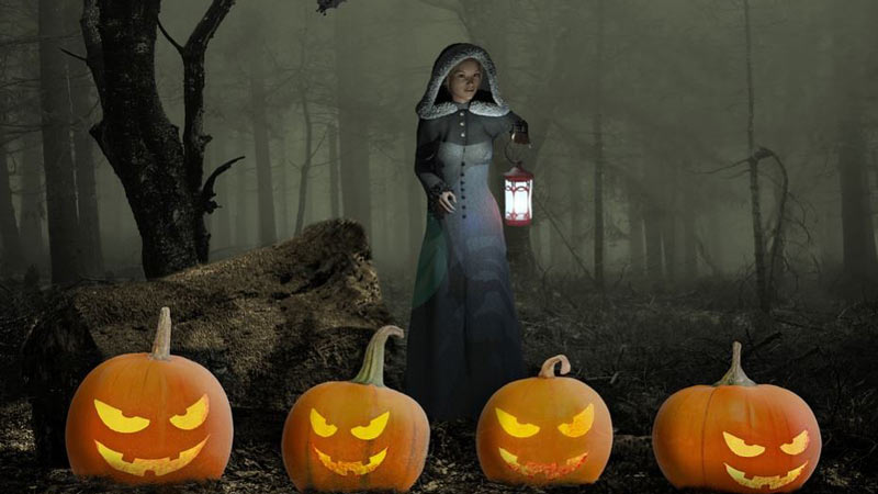 cuatro calabazas con una cara tallada y una chica en un bosque