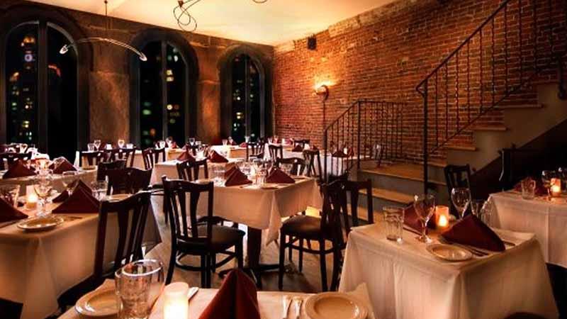 Interior íntimo en el restaurante La Taranta