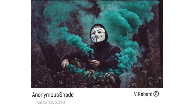 imagen artística del fotógrafo de un hombre con una máscara