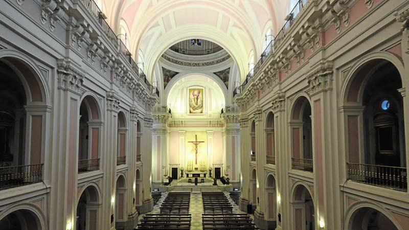 interior de la iglesia san ildefonso