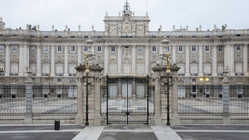 fachada del palacio real de madrid