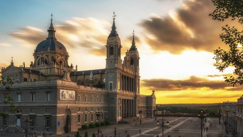 imagen de la catedral de la almudena
