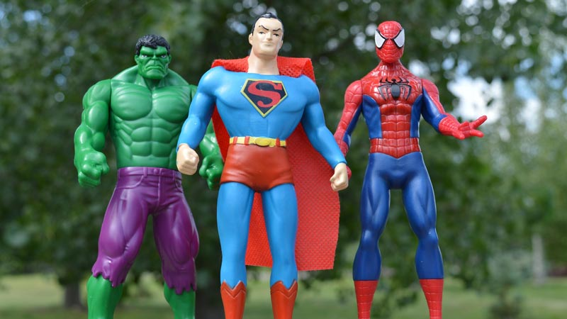 superman, hulk y spiderman de juguete