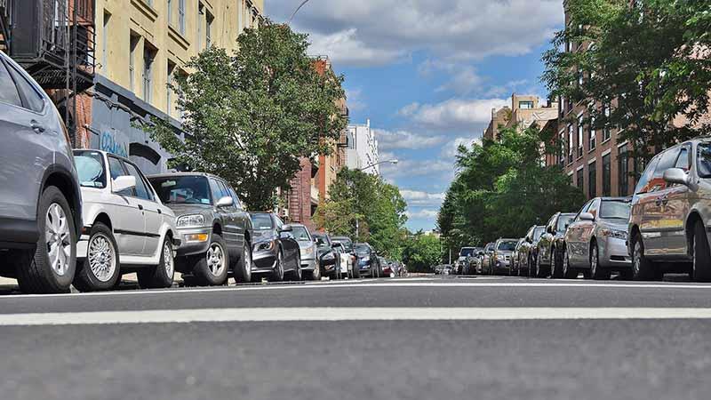 coches estacionados en la calle