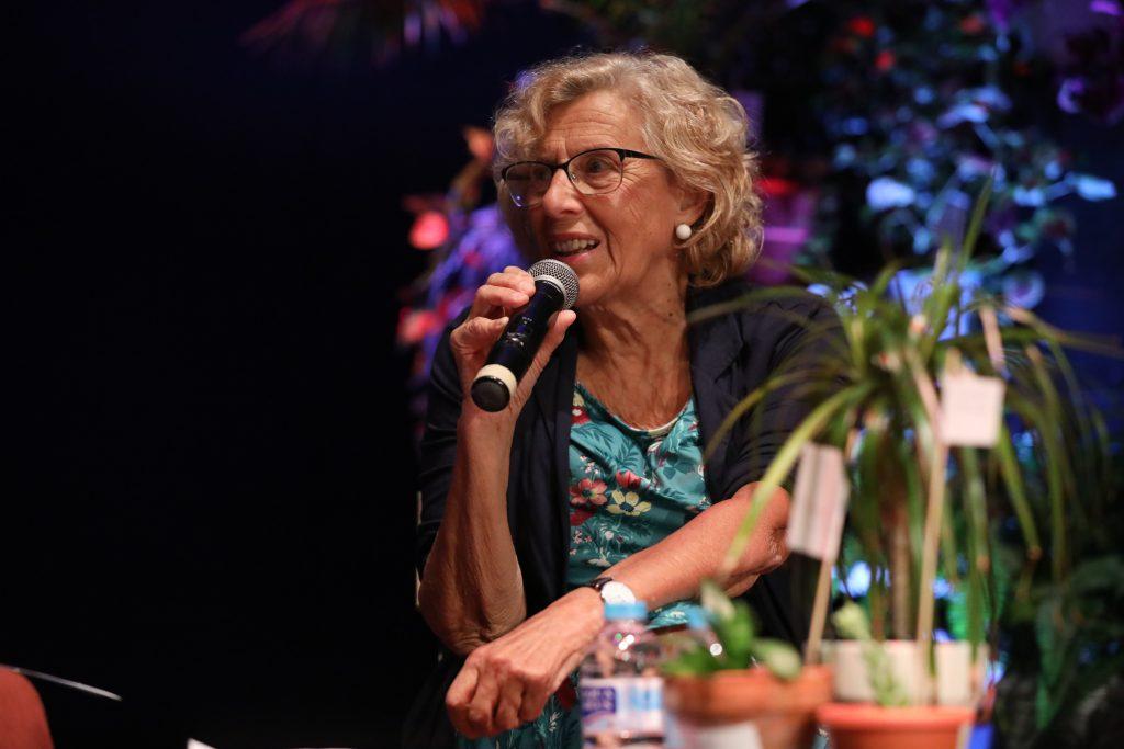 Manuela Carmena hablando en el acto de presentación del centro