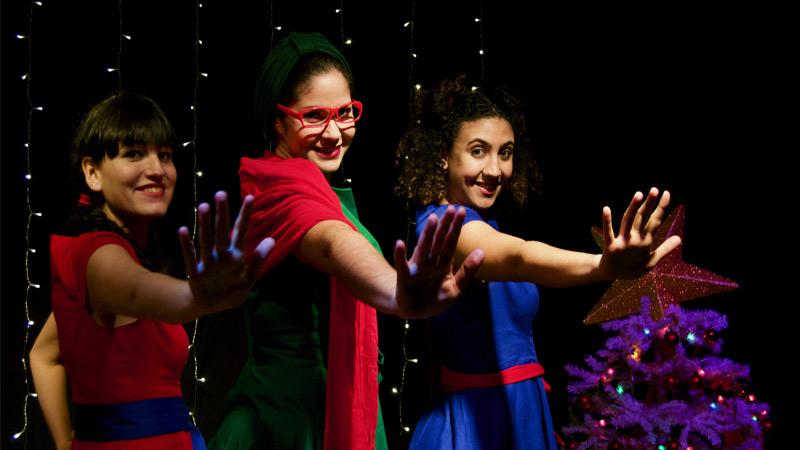 Actrices interpretando los papeles de Sol, Matilda y Luna.