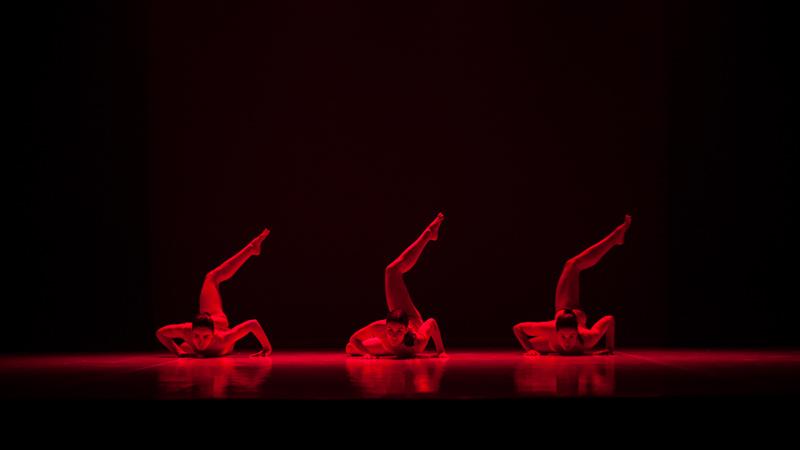 """Actuación de danza """"Female"""""""