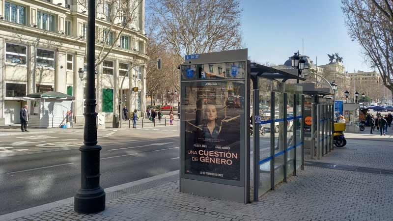 Nuevas paradas de autobús e iluminación en la entrada a la Glorieta del Emperador Carlos V desde la Calle Atocha