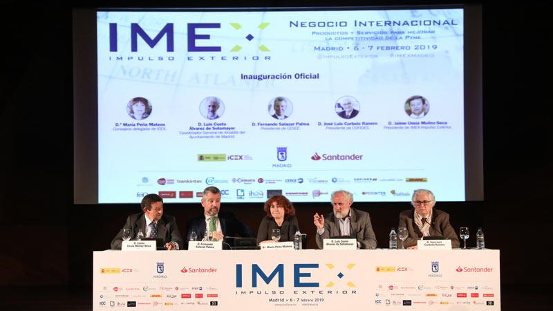 Presentación de IMEX con coordinadores y consejeros de la Alcaldía en un escenario