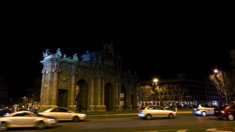 Puerta de Alcalá a oscuras por La Hora del Planeta
