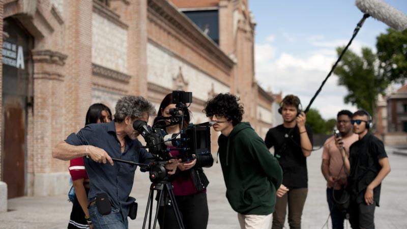 Alumnos del taller Dentro Cine junto a Pedro Sara en su preparación de la película