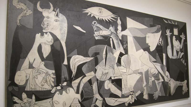 Cuadro de El Guernica de Picasso en la sala del Museo Reina Sofía