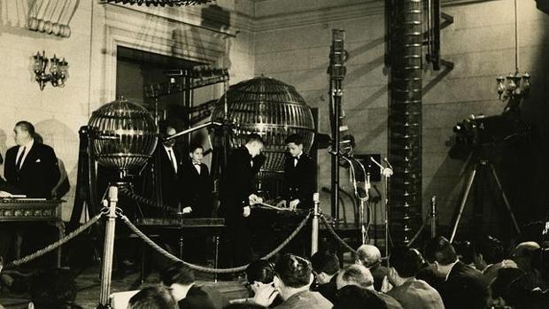 Cámaras d TVE en el sorteo de navidad de 1962