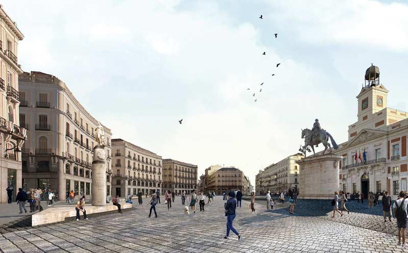 Imagen panorámica de la Puerta del Sol remodelada, en la que aparacen las estatuas y personas paseando.