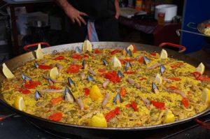 Paella valenciana grande.