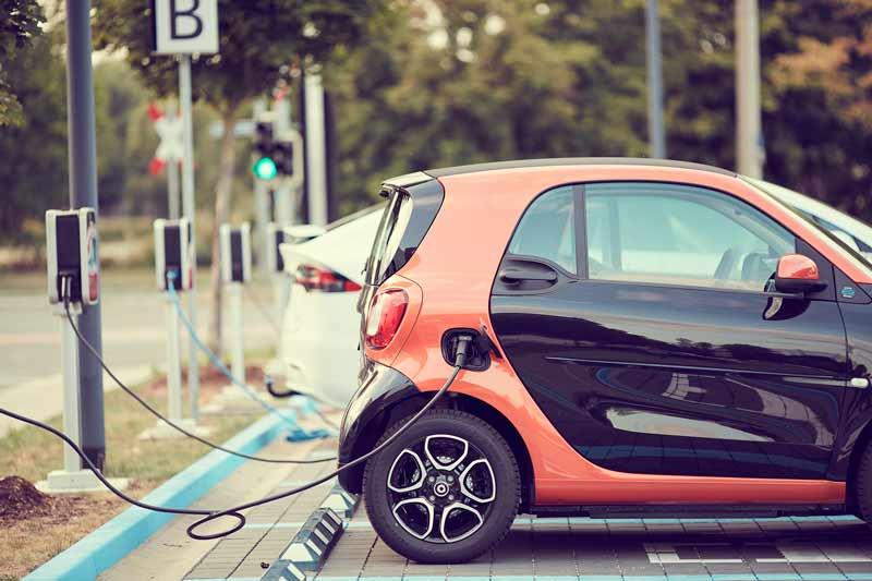 El concepto de la movilidad eléctrica surge de la preocupación de la salud medioambiental del planeta, la sostenibilidad y la habitabilidad de las ciudades interurbanas.